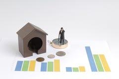 做财务计划的微型图 免版税图库摄影