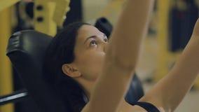做锻炼的体育妇女 股票视频