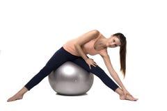 做锻炼的逗人喜爱的年轻健身女孩 图库摄影