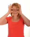 做玻璃用手的妇女 免版税图库摄影