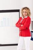做介绍的企业成套装备的妇女 免版税库存照片