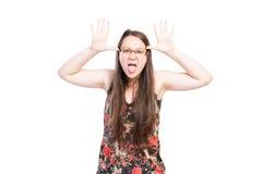 做滑稽的面孔的坏恶霸女孩 图库摄影