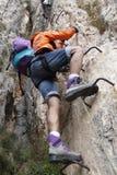 做a的登山家通过ferrata 免版税库存图片