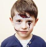 做facepaint的小逗人喜爱的孩子在生日聚会,蛇神Apo 免版税图库摄影