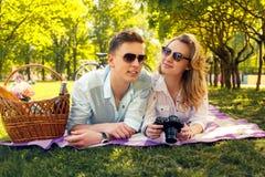 做foto图片的浪漫夫妇 免版税图库摄影