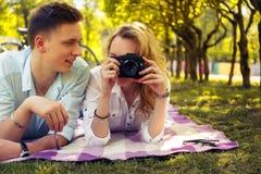 做foto图片的浪漫夫妇 免版税库存照片