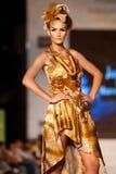 做marcela设计的衣裳cuzic方式佩带 免版税库存图片
