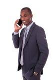 做MOBIL的一个年轻非裔美国人的商人的画象 免版税库存图片