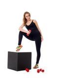 做pilates锻炼的俏丽的女孩在照相机 库存照片