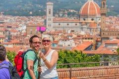 做selfie的游人在佛罗伦萨,意大利 库存照片