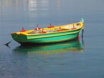停住小船捕鱼 免版税库存图片