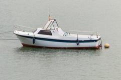 停住的小船马达 库存照片