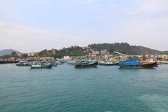 停住的小船chau cheung钓鱼海港洪房子kong 库存照片
