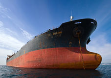 停住的散装货轮海Arirang在路 不冻港海湾 东部(日本)海 17 09 2015年 图库摄影