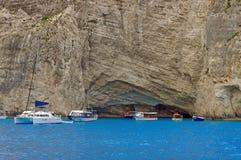 停住的海湾小船 免版税库存图片