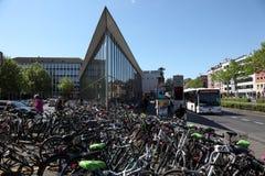停放在市的自行车芒斯特,德国 免版税图库摄影