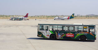 停放在曼德勒国际机场的民用飞机 免版税库存照片