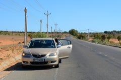 停放在街道上的汽车在美奈镇,越南 库存图片