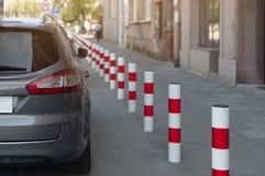 停放在街道上的汽车 免版税图库摄影