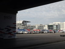 停放在主要正面看台竞争附近的正方形 索契Autodrom 2014年惯例1俄语格兰披治 库存图片