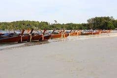 停放在Lipe海岛,泰国的Kolae小船 库存照片