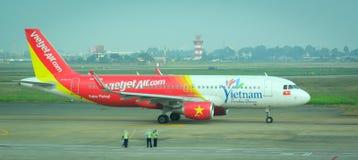 停放在Tan儿子Nhat国际机场的民用飞机 库存照片