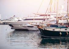 停放游艇的渔船准备对海 库存照片