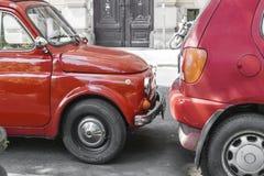 停放的两红色汽车 免版税库存照片