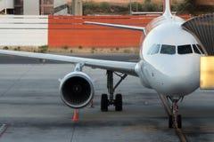 停放的乘客飞机 免版税库存照片