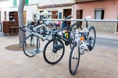 停放的体育自行车 库存图片