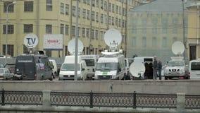 停放的卫星电视搬运车 股票视频