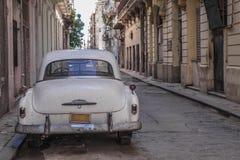 停放的古巴老汽车 库存照片