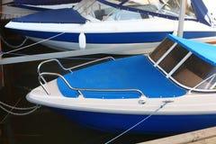 停放的小船-在停泊的两条小船 库存图片