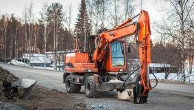 停放的挖掘机,芬兰 免版税库存图片