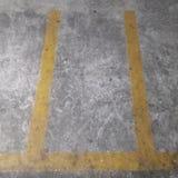 停放的槽孔黄线它空 图库摄影