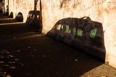 停放的汽车的阴影在日出的 库存照片