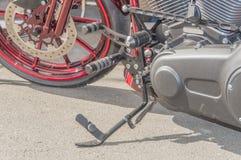 停放的现代摩托车Kickstand 库存照片