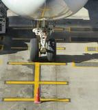 停放的班机商业降落轮 库存图片