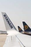 停放的瑞安航空公司喷气机,商标 免版税库存照片