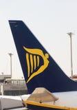 停放的瑞安航空公司喷气机,商标 库存照片