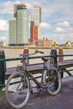 停放的自行车在鹿特丹 免版税库存图片