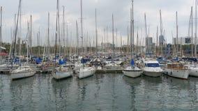 停放的船,小船,在巴塞罗那,西班牙兰布拉Del Mar港的游艇  股票视频