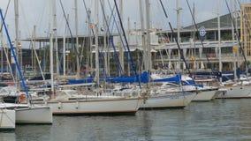 停放的船,小船,在巴塞罗那,西班牙兰布拉Del Mar港的游艇  影视素材