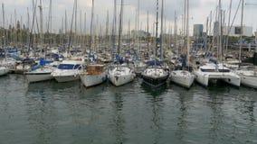 停放的船,小船,在港巴塞罗那,西班牙Vell的游艇  股票录像