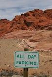 停放红色岩石的峡谷 库存图片