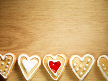 停止在木背景的姜饼曲奇饼 图库摄影