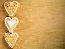 停止在木背景的姜饼曲奇饼 免版税库存图片