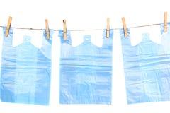 停止在绳索的玻璃纸袋子 免版税库存图片