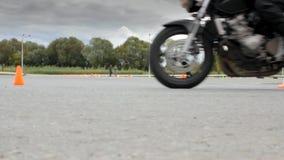 停止摩托车侧视图底部 影视素材
