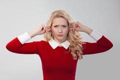 停止耳朵的翻倒妇女 免版税库存图片